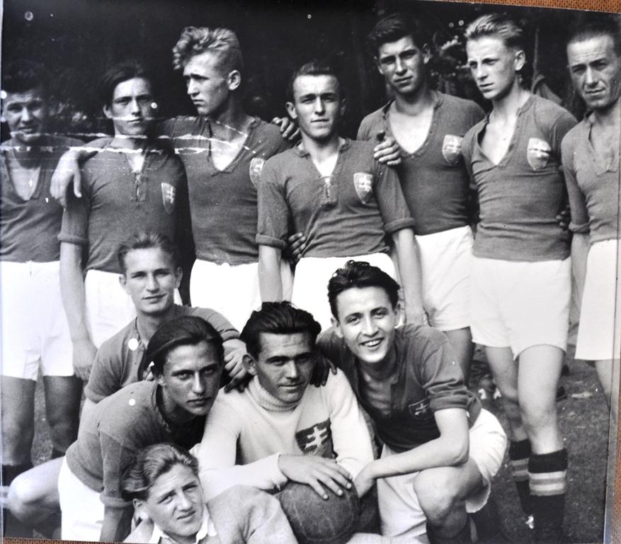 Rok 1947 – II. mužstvo ŠK Nová Baňa na turnaji v Hronskom Beňadiku