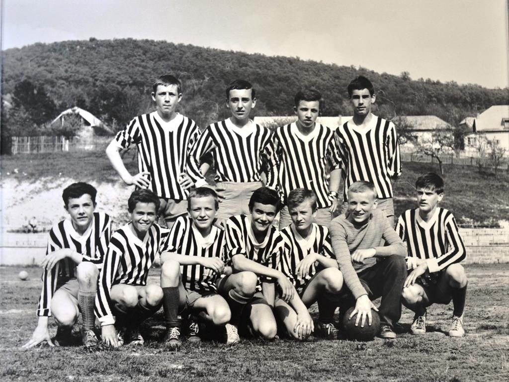 Družstvo dorastu Slovan Nová Baňa v roku 1963