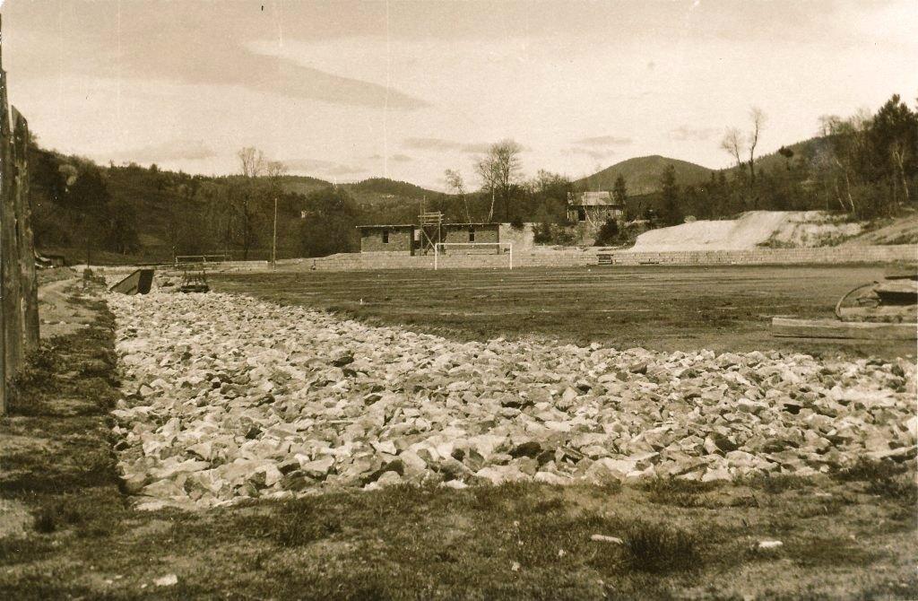 Budovanie nového ihriska v roku 1954