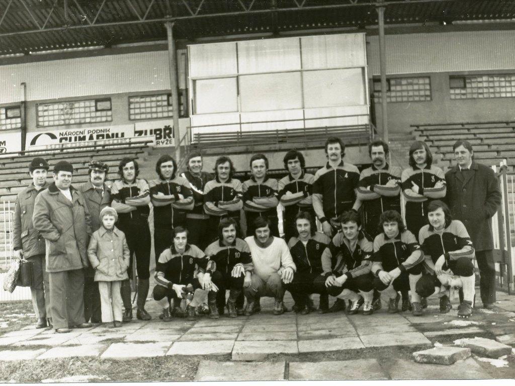 Mužstvo dospelých, ktorým sa v ročníku 1979/80 podaril postup do I. A triedy krajskej futbalovej súťaže